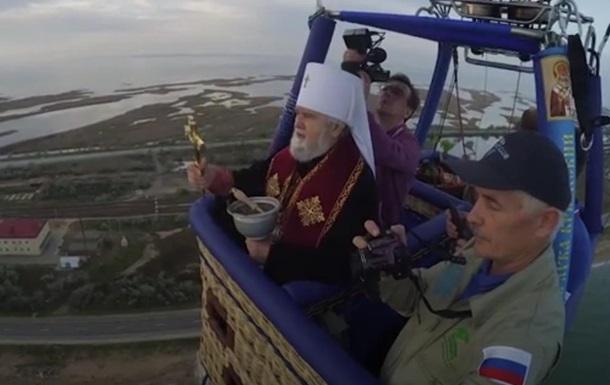 Россияне освятили Керченский пролив с неба