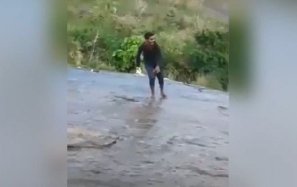 Індус зірвався з обриву в гонитві за селфі