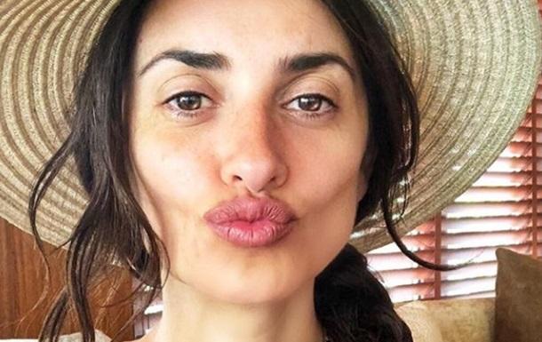 Пенелопа Крус опубликовала фото без макияжа