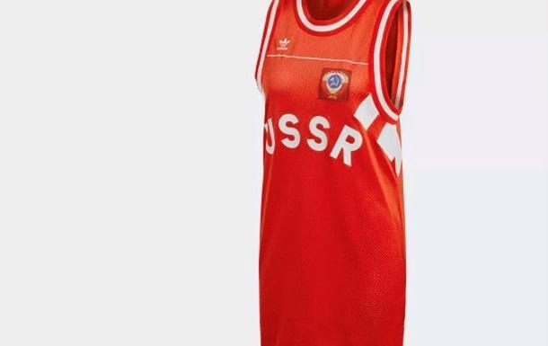 Adidas удалил с сайтов продукцию с советской символикой