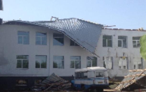 В Сумской области ветер сорвал крышу школы
