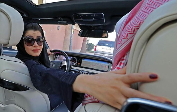 У Саудівській Аравії офіційно дозволили жінкам водити авто