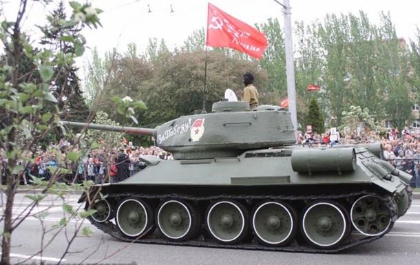 Машину «міністра оборони» т.зв. ДНР, щоприймав парад обгавкала собака