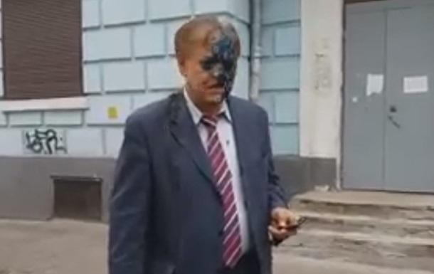 У Києві голову Росспівробітництва облили зеленкою