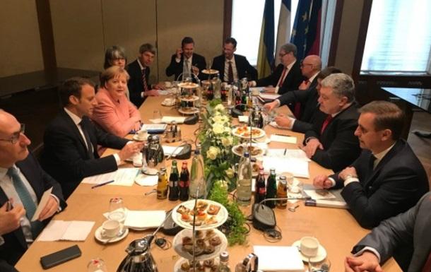 Почалася зустріч Порошенка, Макрона і Меркель
