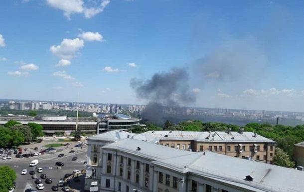 В Киеве горит Гидропарк