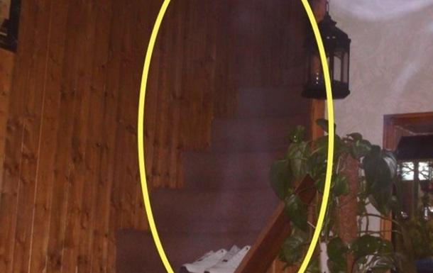 Призрак годами пугал жителей дома и попал на видео