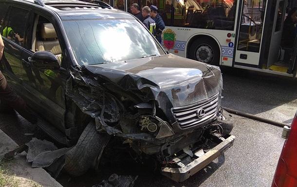 В Запорожье столкнулись десять авто и автобус