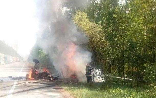 В Житомирской области ДТП с пожаром: погибли трое
