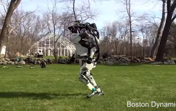Гуляющих роботов Boston Dynamics сняли на видео