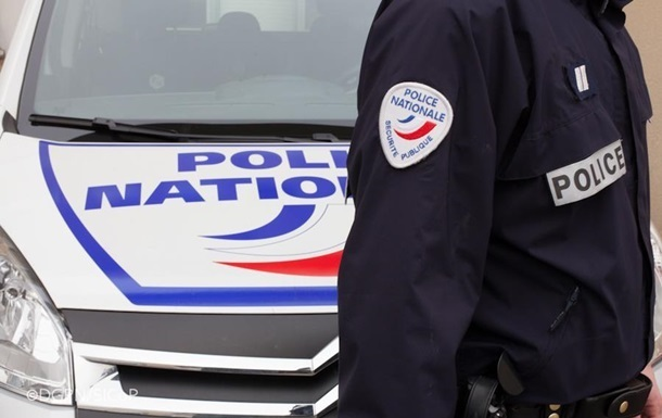 Невідомий з ножем напав на перехожих у Парижі