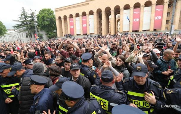 Глава МВД Грузии извинился перед протестующими