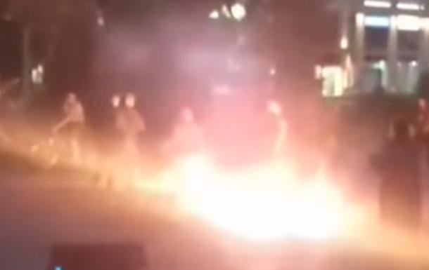 У центрі Луцька чоловік підпалив себе