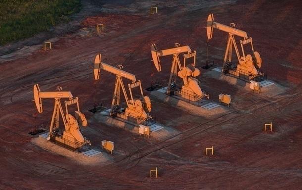 Цена на нефть опустилась ниже 77 долларов