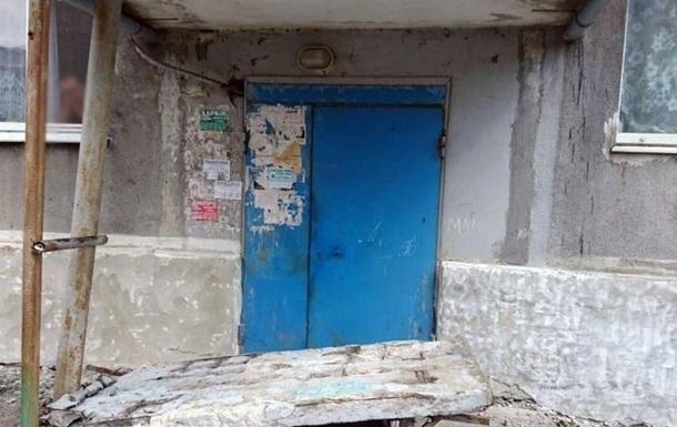 У Донецькій області померла дівчинка, на яку впала бетонна стіна