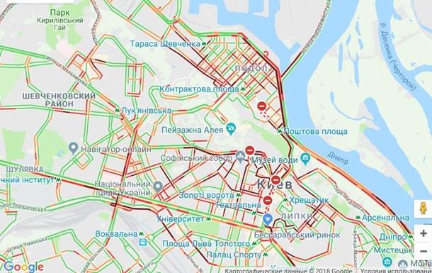Центр Киева встал в огромных пробках