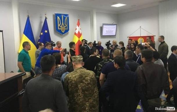В Луцке участники АТО заблокировали горсовет