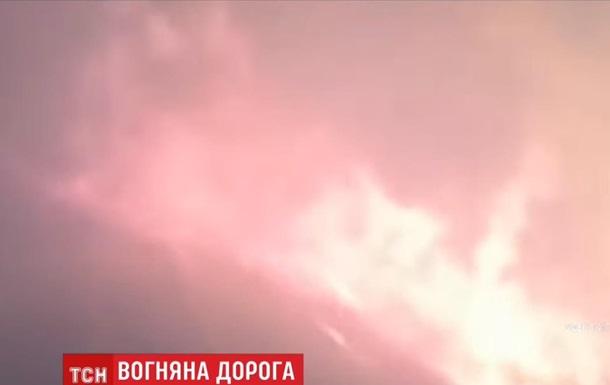 В России поезд проехал через пылающий лес