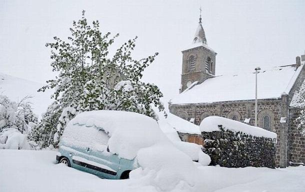 Юг Франции накрыли сильные снегопады