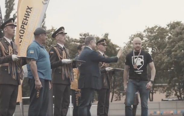 Ветеран Азова відмовився потиснути руку Порошенку