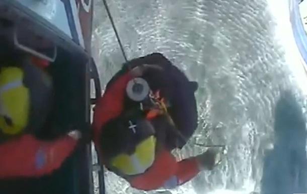 Береговая охрана Британии спасла пострадавшего от акулы рыбака