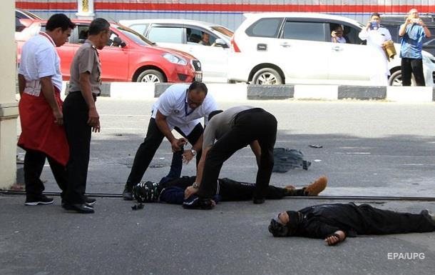 В Индонезии  самураи  напали на полицию