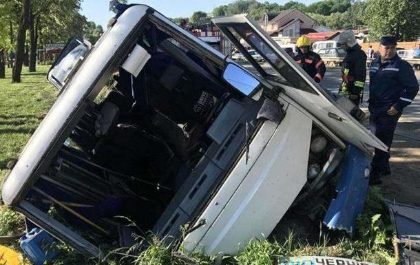 На Буковине перевернулся автобус с пассажирами