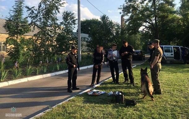 У Черкасах затримали чоловіка з пакетом вибухівки