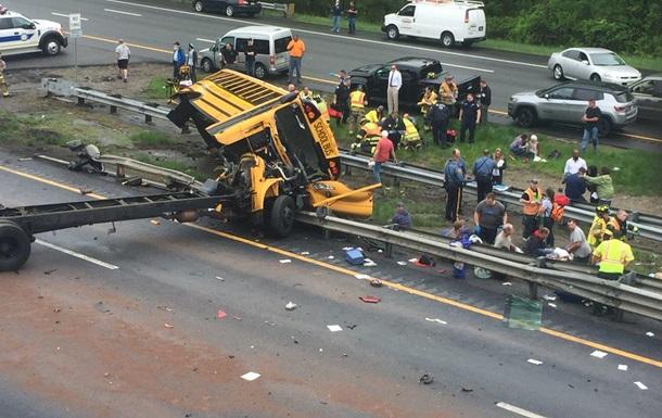 В США перевернулся школьный автобус, есть жертвы