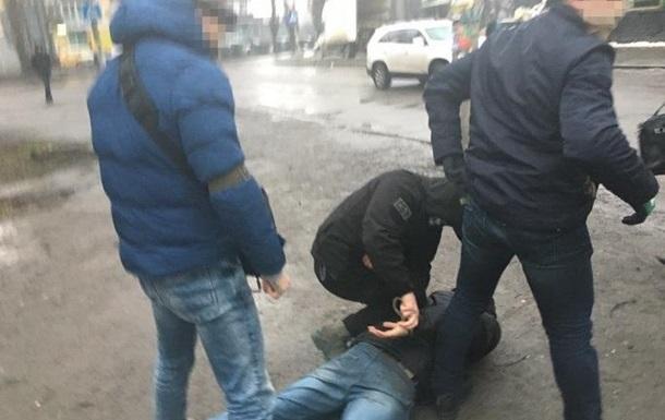 В Ровно задержали торговцев оружием, маскировавшихся под военных
