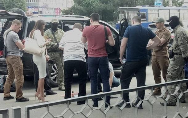СБУ затримала позашляховик зі зброєю в Харкові