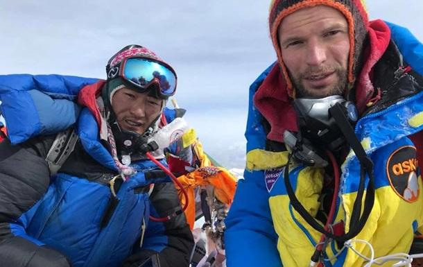 Українці вперше в історії підняли криптовалюту на Еверест