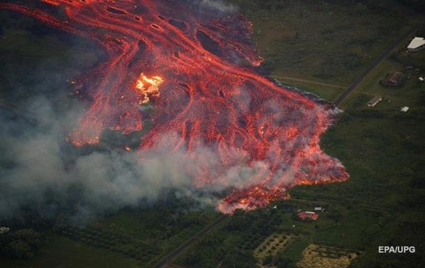 Извержение вулкана на Гавайях: лава задела мужчину на балконе