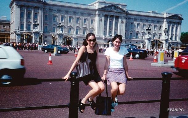 Фото юной Меган Маркл у Букингемского дворца стало вирусным