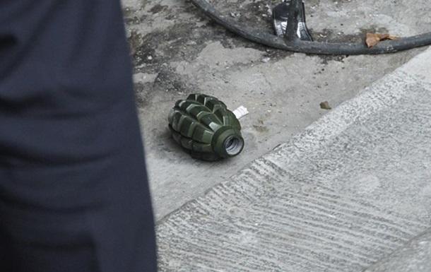 У Росії чоловік кинув гранату у військових