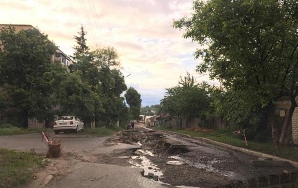 В Чугуеве ливень уничтожил дорогу