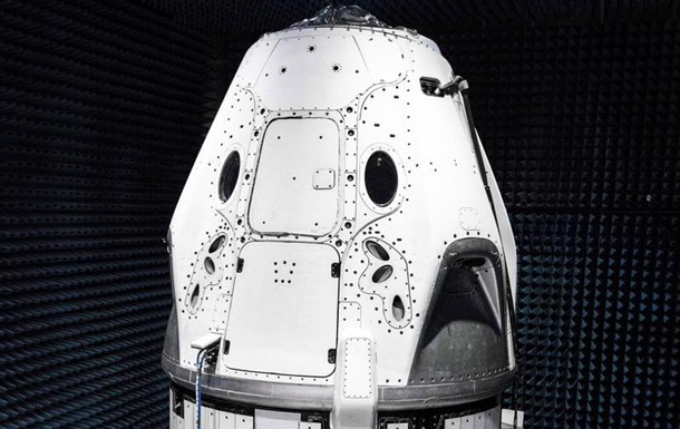 Маск показал корабль для полетов астронавтов на МКС
