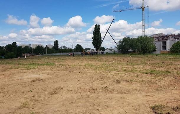 Под Киевом с помощью  титушек  уничтожают парк