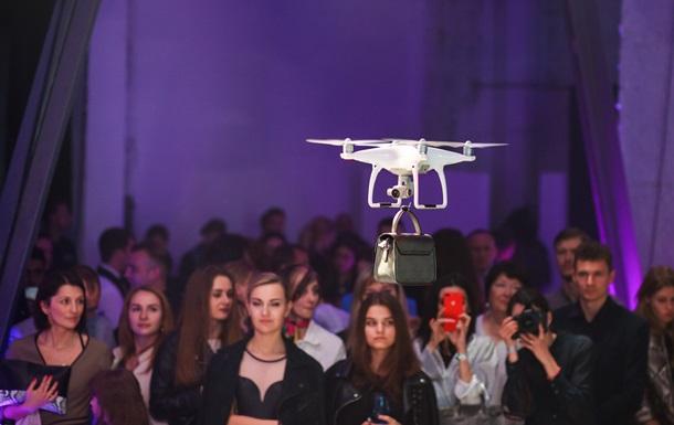 В Украине прошел первый модный показ с дронами