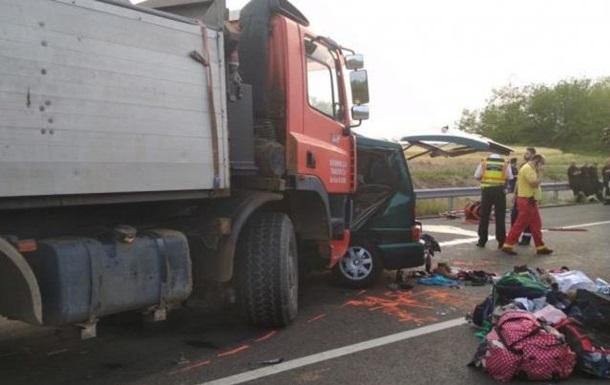 В Угорщині мікроавтобус зіткнувся з вантажівкою: дев ять жертв