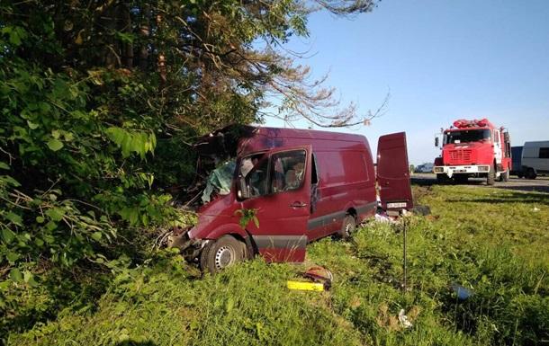 В ДТП во Львовской области погибли шесть человек