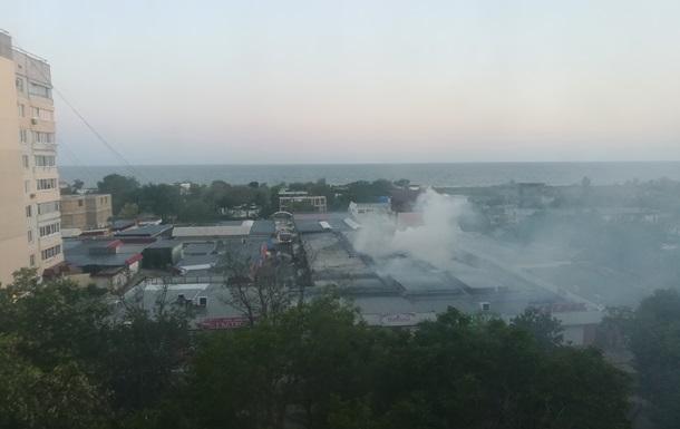 В Крыму сгорел рынок в курортном поселке