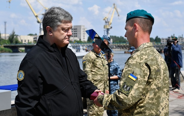 Порошенко вручил государственные награды морпехам