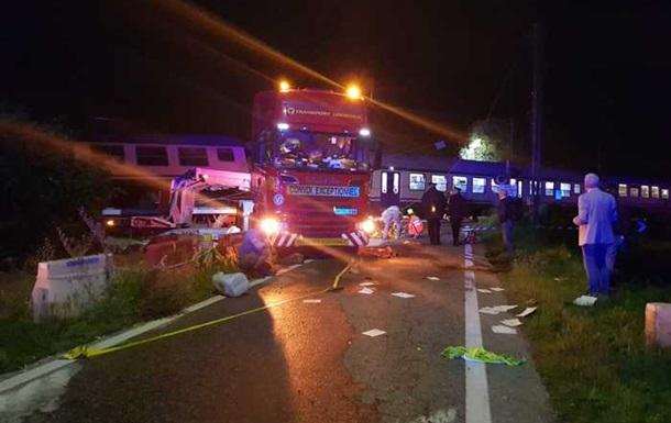 В Італії потяг зіткнувся з вантажівкою: є жертви