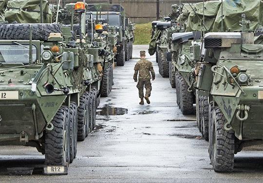 Зачем США перебрасывают военную технику в Европу