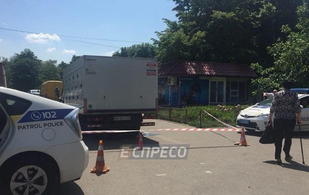 У Києві вантажівка збила на смерть пенсіонерку