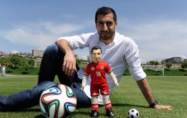 Армянский футболист начал торговать своими копиями