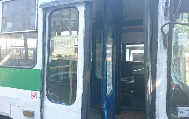 У Дніпрі тролейбус врізався в маршрутку з пасажирами