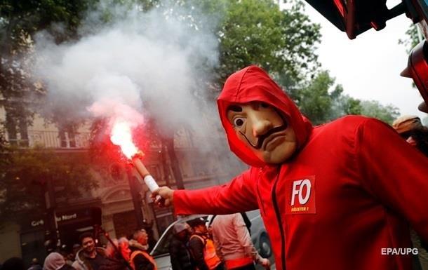 Наакции протеста встолице франции начались беспорядки