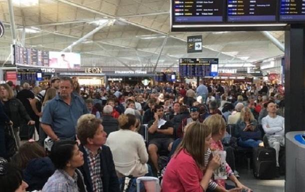 В аэропорту Лондона из-за удара молнии отменили часть рейсов
